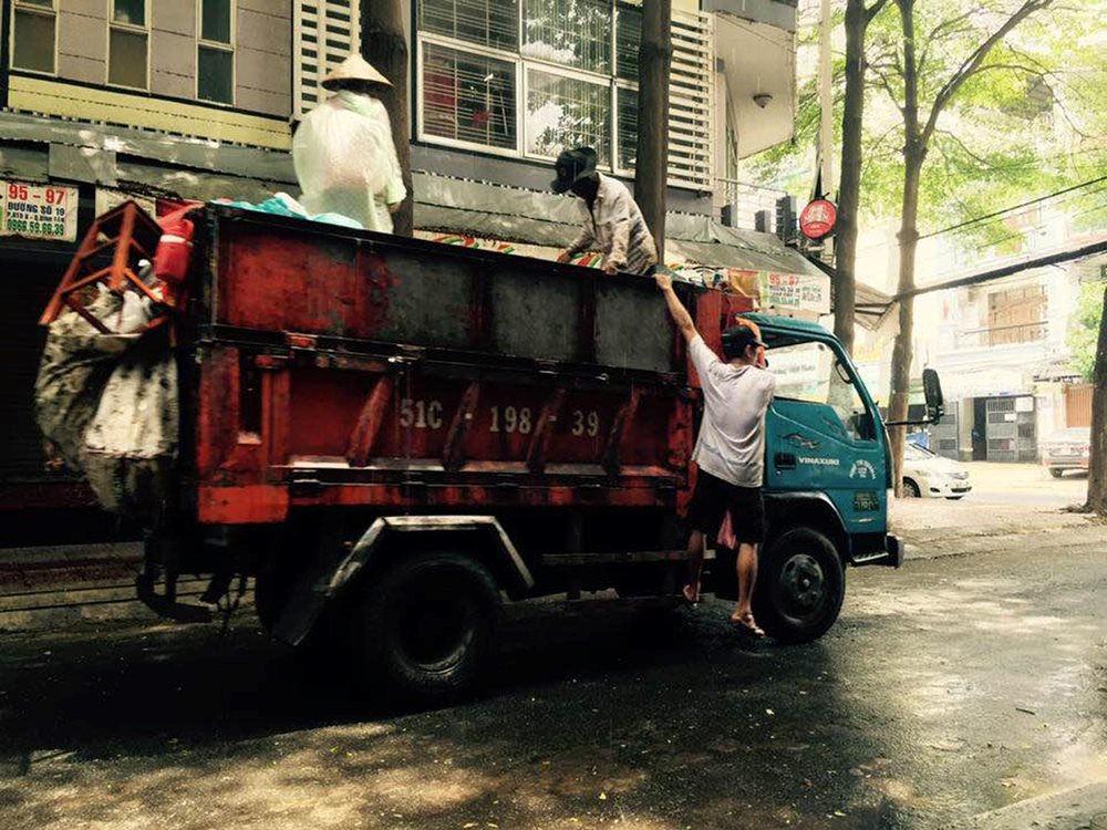 TP.HCM tổ chức, sắp xếp lại lực lượng thu gom rác dân lập