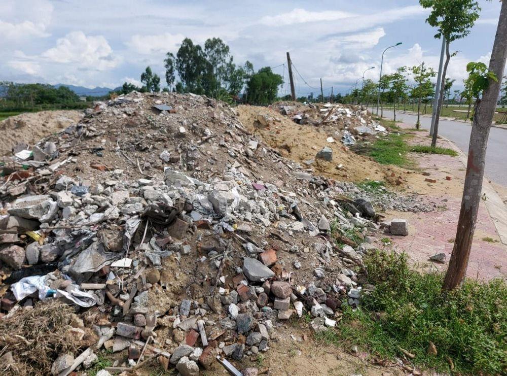 """Vẫn chưa có lời giải cho """"bài toán"""" rác thải xây dựng"""