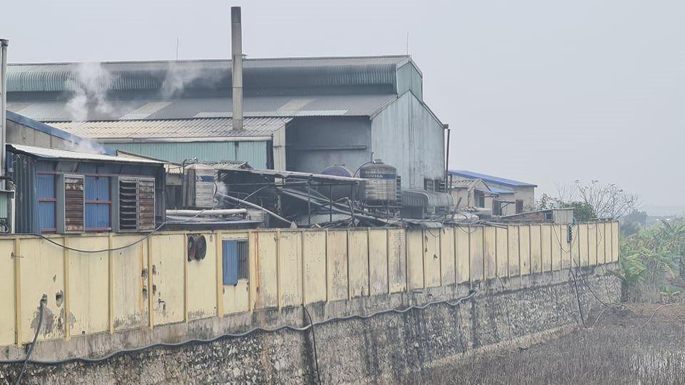 """Hà Nam: Người dân """"tố"""" nhiều cơ sở tẩy nhuộm xả thải ra sông Hồng gây ô nhiễm"""