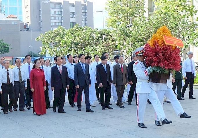 Lãnh đạo TP. Hồ Chí Minh dâng hương, dâng hoa tưởng nhớ Chủ tịch Hồ Chí Minh