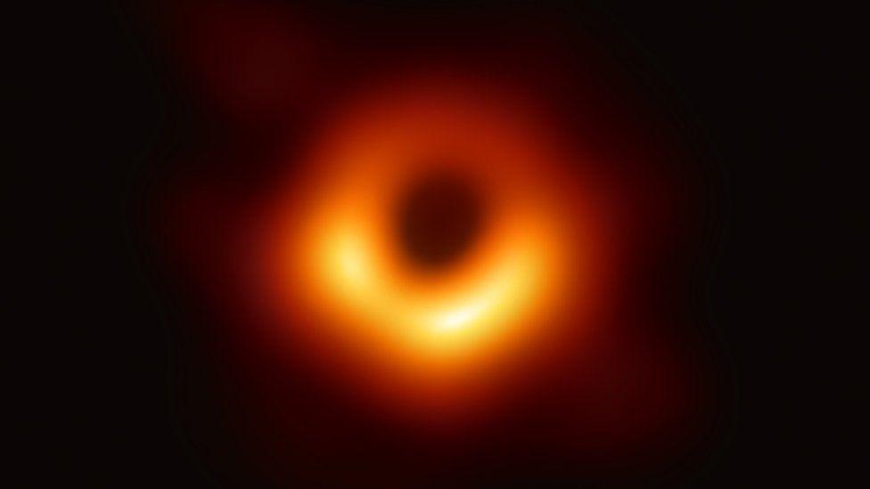 Bức ảnh thật đầu tiên của hố đen vũ trụ lộ diện